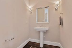 17019 Shoreland Dr Moseley VA-small-024-7-Powder Room-666x445-72dpi