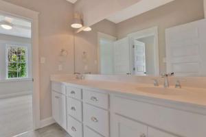 17019 Shoreland Dr Moseley VA-small-029-5-Bedroom En suite-666x444-72dpi