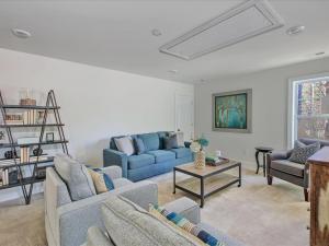 28-Family Room(1)