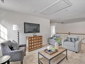29-Family Room(2)