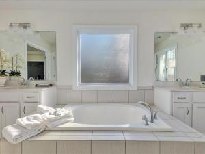 37-Master Bath(2)