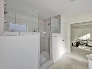 38-Master Bath(3)